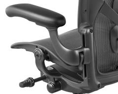 前傾後仰的按板合而為一操作桿在椅座下方左側