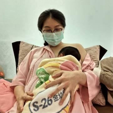 生育哺育法訓練寶寶尋乳
